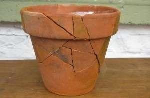broken pot, cracked, winter
