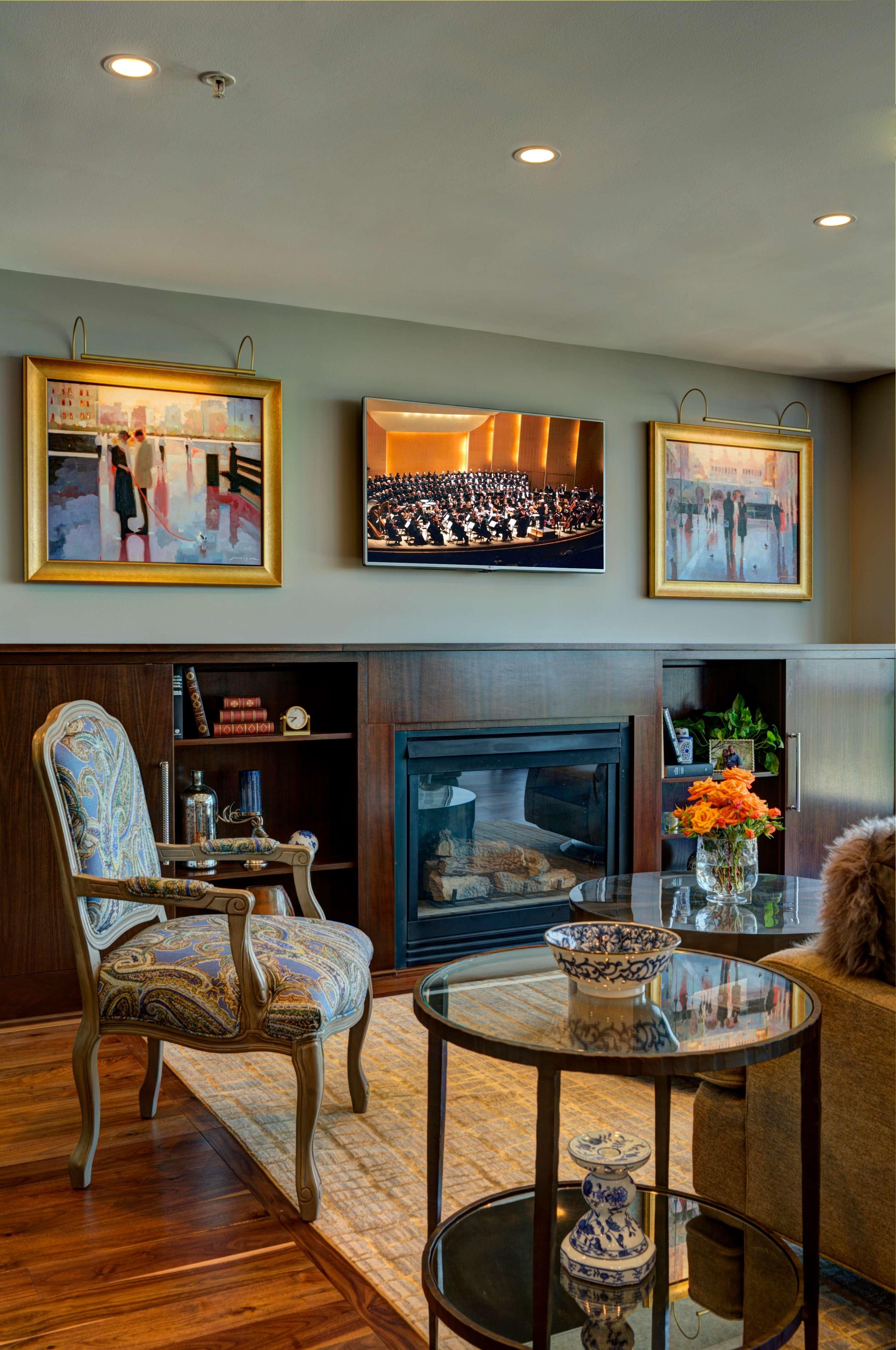 6 Modern Living Room_ Arlington Fireplace.jpg