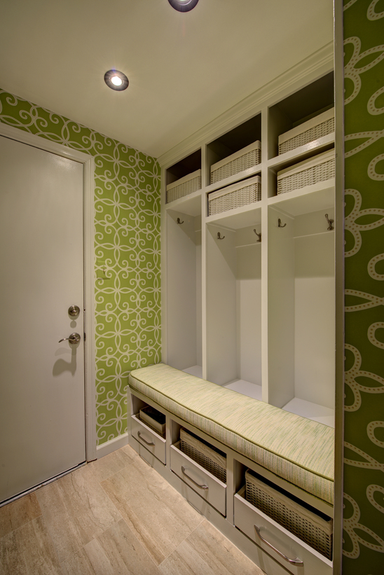Design-Inspiration-Mudroom-Bold-Walls